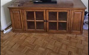 """Tv stand solid wood in good conditions..measurements 62""""L / 25""""H / 20"""" for Sale in Lancaster, PA"""