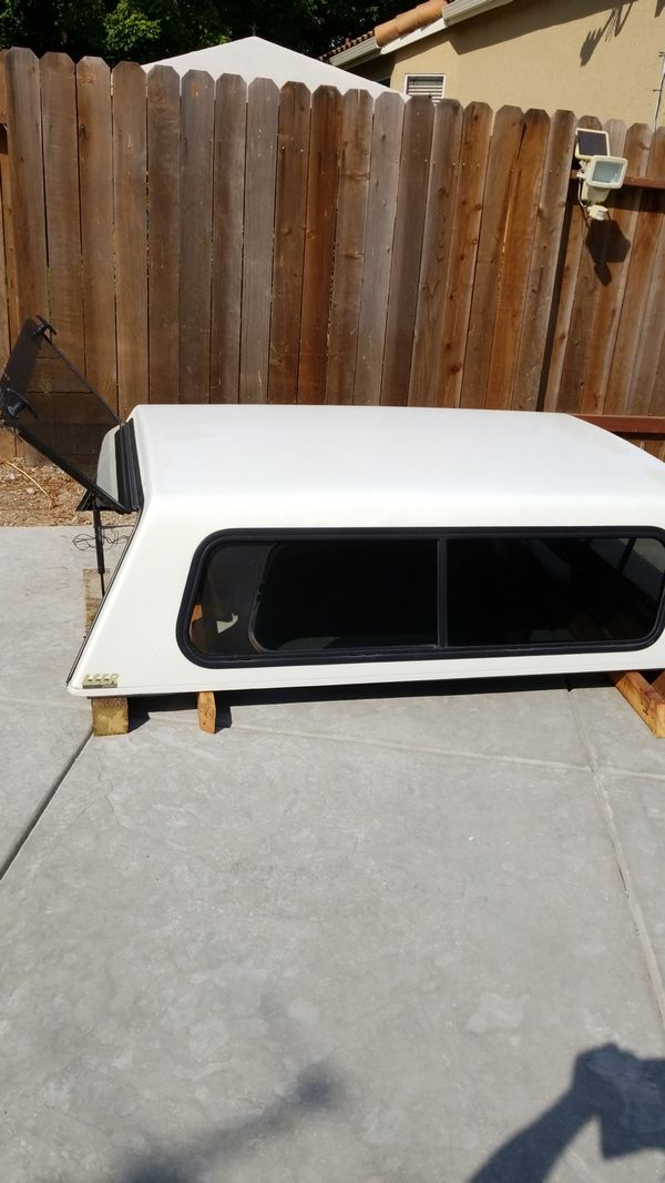 Toyota pick up camper shell