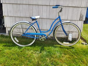 """Vintage Schwinn Hollywood 26"""" Bicycle, ladies for Sale in Woodburn, OR"""
