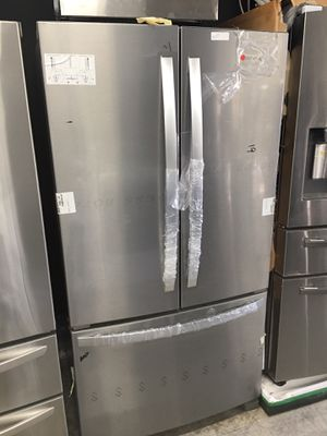 New Whirlpool French door stainless steel refrigerator with ice maker for Sale in Brea, CA