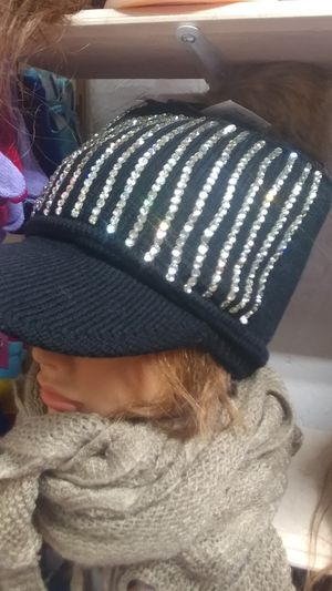 Preciosa gorra con piedras for Sale in Ontario, CA