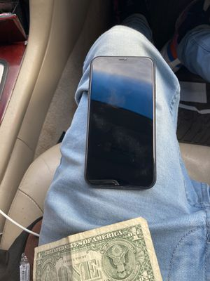 iPhone XR for Sale in Farmville, VA