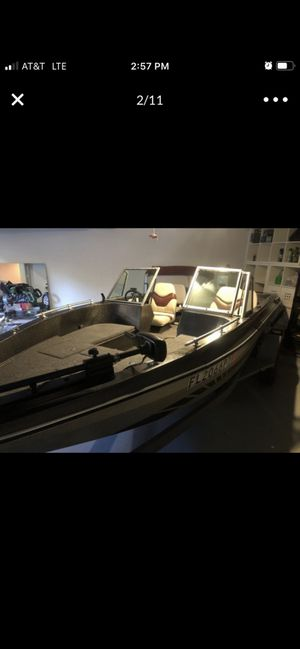 17ft Bass Boat 110 Johnson , trolling motor, fish finder new batteries, live wells, feather light trailer with new tires & wheels, new lights. for Sale in Orlando, FL