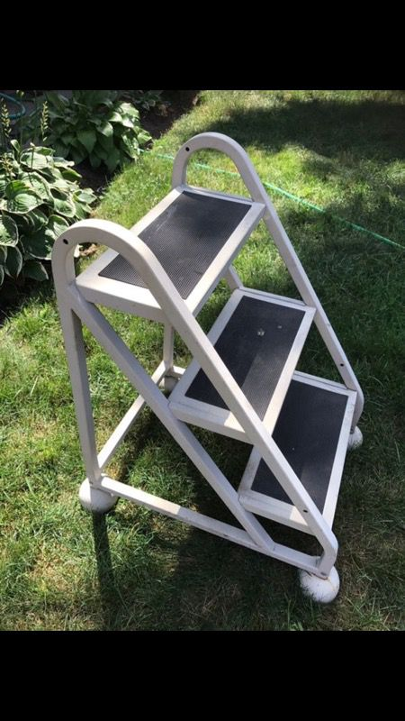 Ladder stand