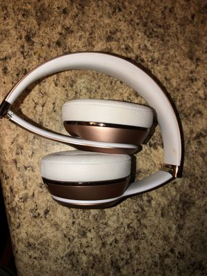 Beats Solo 3 Wireless with charger and case for Sale in Seattle, WA