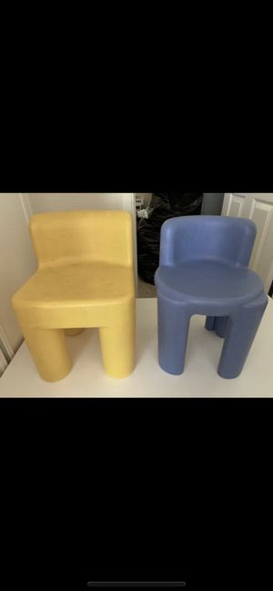 Kids table and chairs for Sale in Hesperia, CA