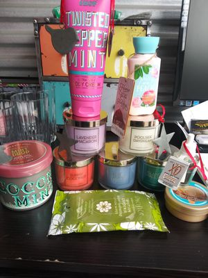 Bath and Body Works candle lotion body butter wall flower for Sale in Murfreesboro, TN
