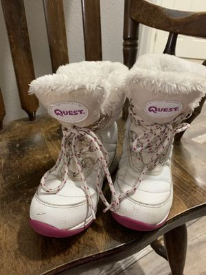 Quest snow boots girls 13 for Sale in Puyallup, WA