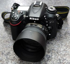 Nikon d7100 with sb 910 speed flash for Sale in Stockton, CA