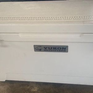 Cooler Yukon 110 Qt With Wheels Yeti for Sale in Baytown, TX