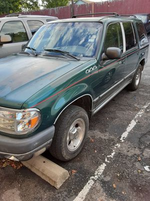 Ford Explorer mod 2000, buenas condiciones,clima,ninguna luz encendida en el tablero,detalles de pintura y otros, NEGOCIABLE for Sale in Austin, TX