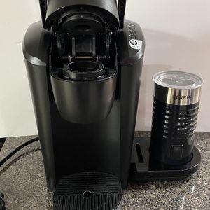 Keurig Coffeemaker Bundle with Frother - (36 K-cups) for Sale in Lyndhurst, NJ
