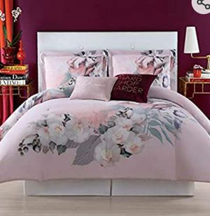 Christian Siriano new york 3 piece comforter set full/queen for Sale in Milton, FL