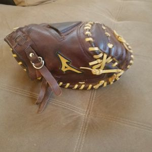 MIZUNO FRANCHISE RHT 33.5 CATCHER GLOVE for Sale in Victorville, CA