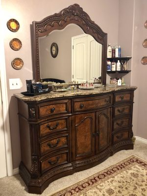 Nearly NEW ! Queen bedroom set ! for Sale in Taylorsville, UT
