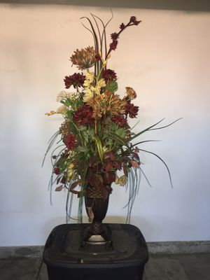 48 inch high decorative vase and dry flowers with 18 inch vase for Sale in Las Vegas, NV