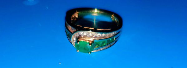 14kt Gold Engagment Ring w/ Genuine Emerald and Diamonds