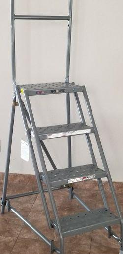 Tri-Arc Ladder 4 Steps Steel for Sale in Las Vegas,  NV