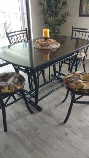 CUTE TROPICAL TIKI DINING DINNING TABLE FOUR CHAIRS for Sale in Cocoa Beach, FL