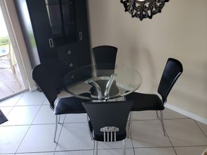 Kitchen table and chairs for Sale in Miramar, FL