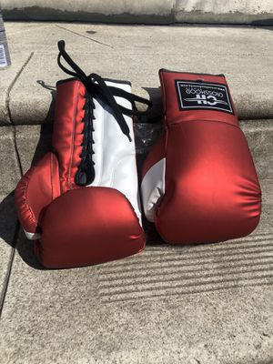 PROFESSIONAL BOXING GLOVES GOT SHORTS AND HEAD GEAR for Sale in Upper Darby, PA