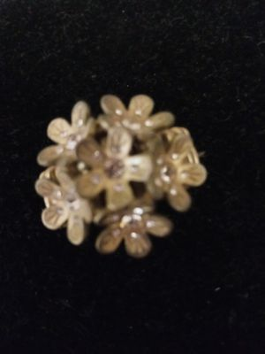 Gold tone flower ring expands for Sale in NEW PRT RCHY, FL