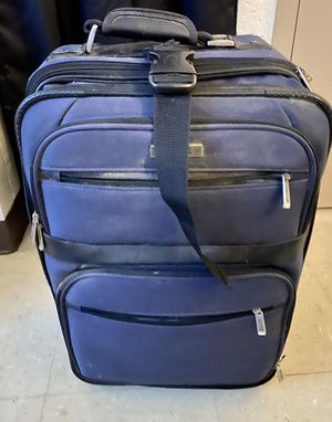 Kenneth cole reaction suitcase for Sale in Providence, RI