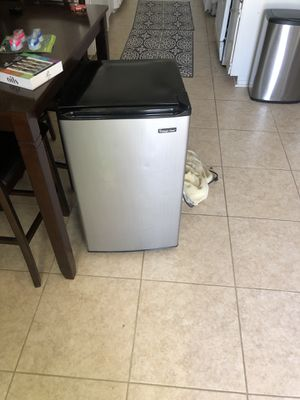 Magic chief mini fridge for Sale in Goleta, CA