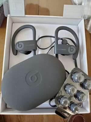 Powerbeats 3 wireless headphones new open box for Sale in Signal Hill, CA