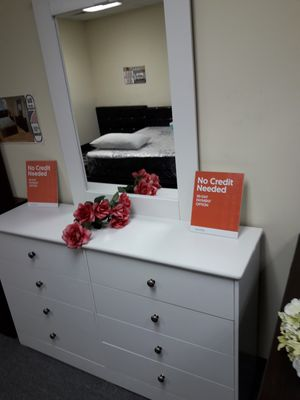 beautiful new white dresser with mirror for Sale in Bell Gardens, CA