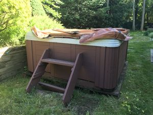 Hot tub for sale for Sale in Dix Hills, NY