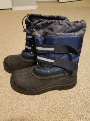Snow boots a size 4 kids 4c for Sale in Gilbert, AZ