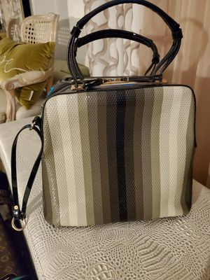 Black and gray purse for Sale in Fontana, CA