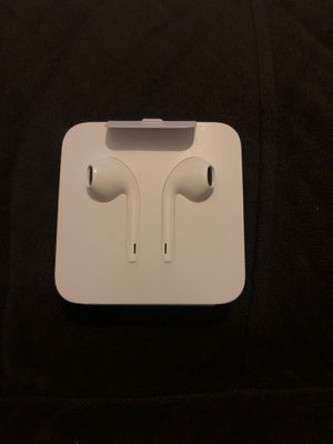 APPLE EARBUDS for Sale in Fresno, CA