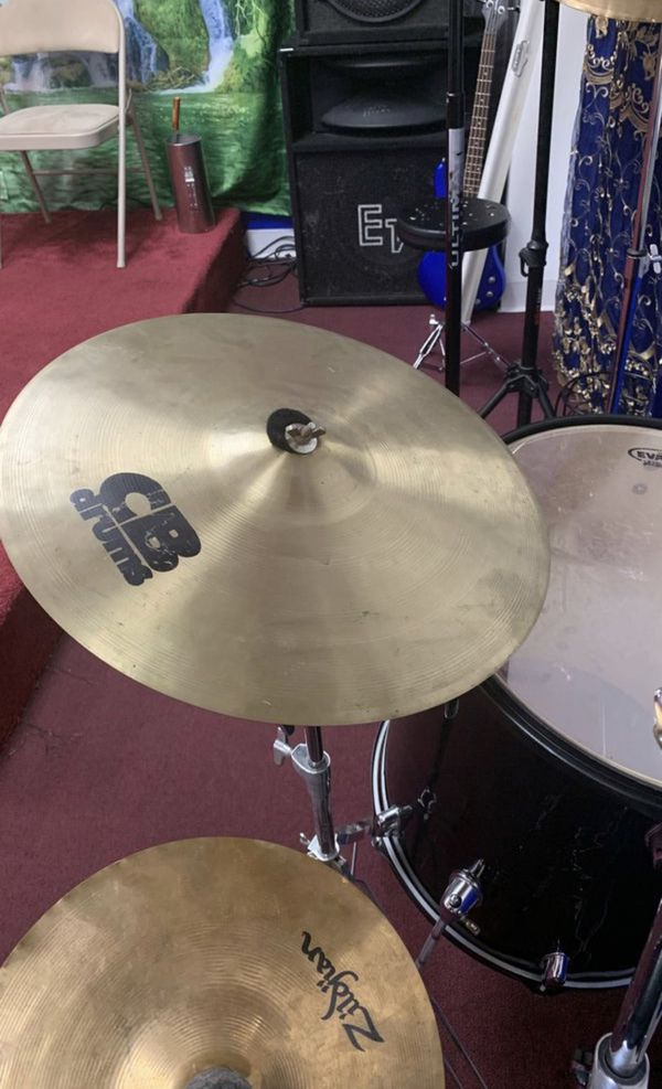 Set Drums acoustic with Everything u see on pictures