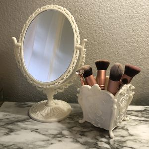 New in Box Small Victorian Antique Style Vanity Mirror with zoom for Sale in Carrollton, TX