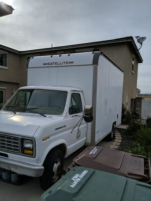 1988 Ford Econoline 350 Dually Box Truck w/ Lift gate for Sale in Los Angeles, CA