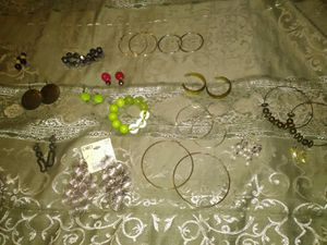 15 pair earrings 2 bracelets for Sale in Brownsboro, TX