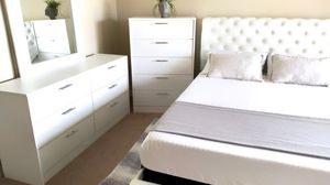 New white queen nailhead bed frame dresser, mirror and chest(mattress is not included) for Sale in Orlando, FL