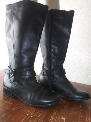 Women's St. John's Bay Boots size 8 for Sale in Apple Valley, CA