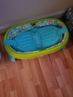 Brand new baby tub + 30 Newborn pampers diapers for Sale in Philadelphia, PA