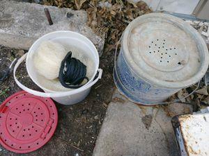 BAIT BUCKET N FISHING NET for Sale in Lawton, OK