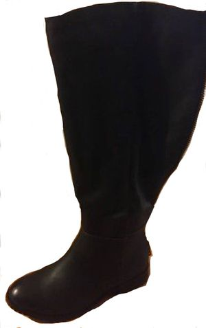 ALDO BOOTS BLACK KNEE HIGH FUR INSIDE LOW HEEL for Sale in Queens, NY