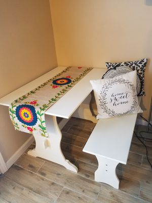 Small white breakfast table for Sale in Houston, TX