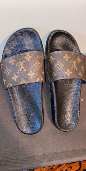 Louis Vuitton slides us size 8 (41) for Sale in Columbus, OH