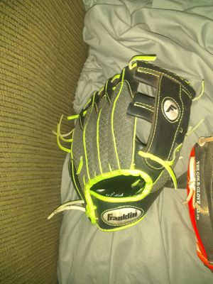Children's Baseball glove for Sale in Cleveland, OH