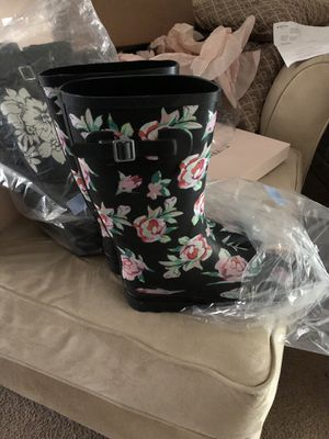 Size 9 black floral rain boots roses for Sale in Columbus, OH