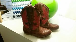 Girls boots size 9 for Sale in Tewksbury, MA