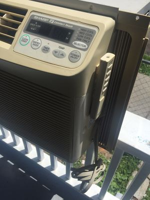 Sharp air conditioner 5,000 btu with remote control for Sale in Greenwich, CT