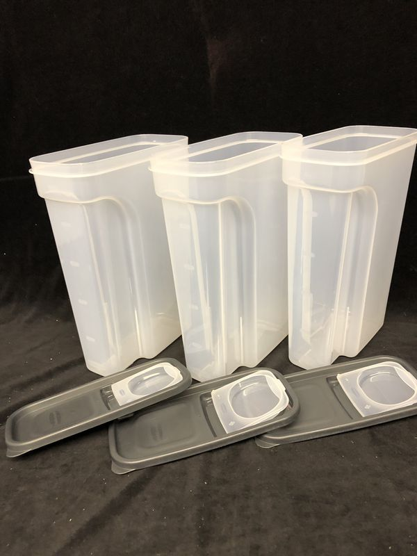 Rubbermaid 4 qt storage containers 3 in a set